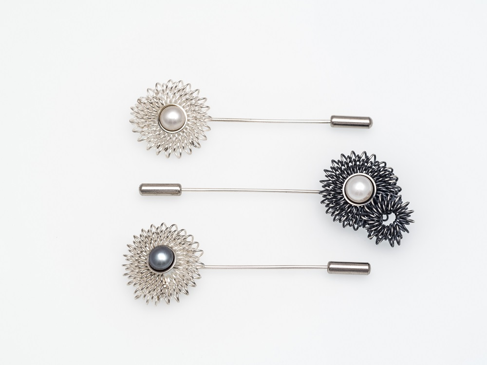 Sterling silver and pearl brooches, no.410