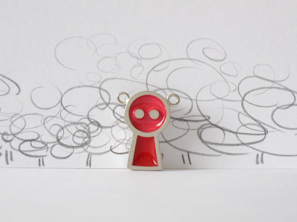 Gentil robot framboise et rouge, sterling silver and resin pendant, no.358b