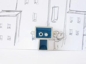 Gentil robot bleu, pendentif argent sterling et résine, no 357b