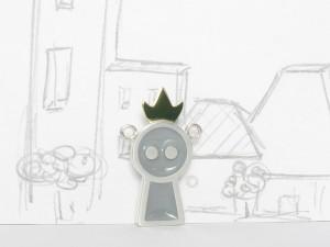 Gentil robot est une reine, pendentif argent sterling, laiton et résine, no 304